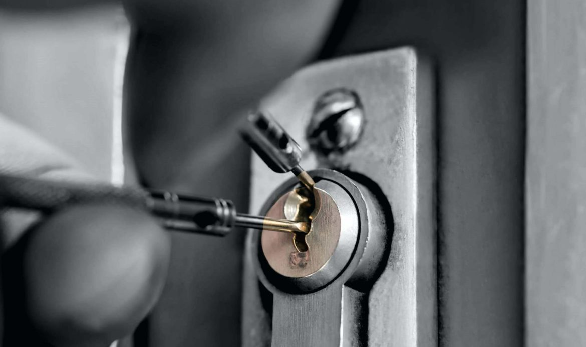Common Mistake to Avoid While Hiring A 24 Hour Locksmith Service