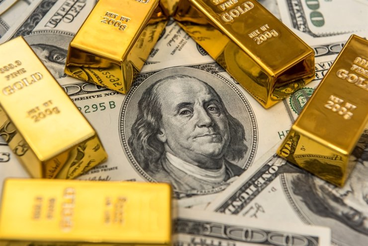 The Relationship between Gold and Dollar